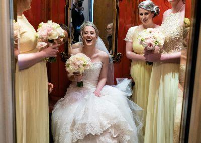 Sara&Kayvan-wedding-flowers-savoy-red-lift